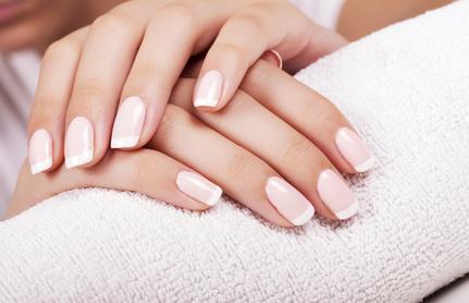 Profesjonalne preparaty do pielęgnacji paznokci.